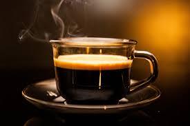 Evitar tomar café e bebidas estimulantes 6 horas antes de dormir